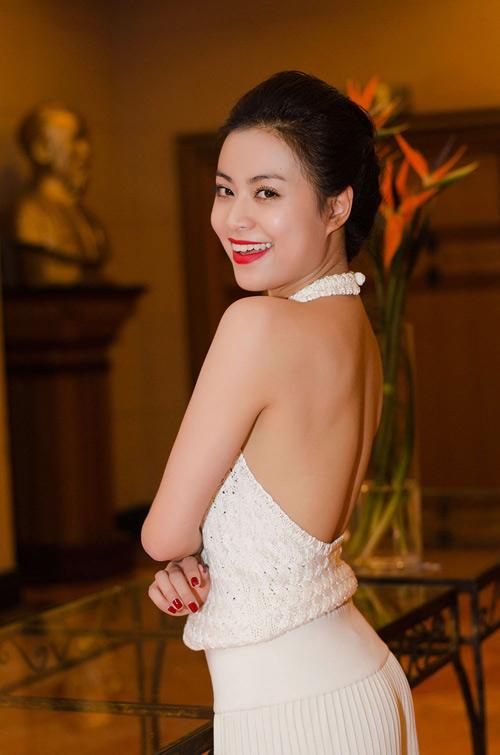 Những mỹ nhân Việt có làn da mướt mắt đáng ghen tỵ-11