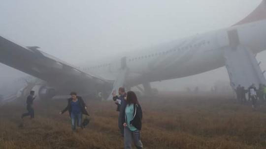 Sương mù dày đặc, máy bay trượt khỏi đường băng-2