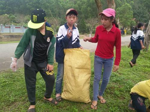 hang nghin nguoi chen chan tham du le hoi vua mai - 5