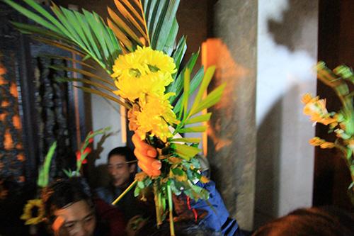Chen lấn, xô đẩy để giành 'lộc' đêm khai ấn đền Trần-13