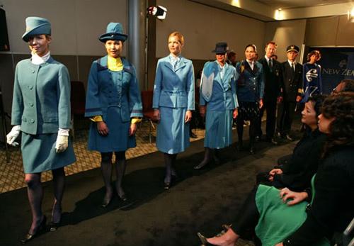Những đồng phục hàng không bị chê tả tơi trên thế giới-10