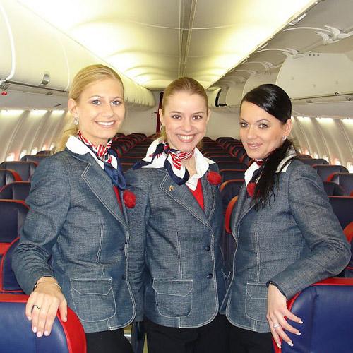 Những đồng phục hàng không bị chê tả tơi trên thế giới-11