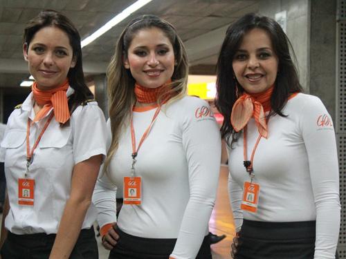 Những đồng phục hàng không bị chê tả tơi trên thế giới-12