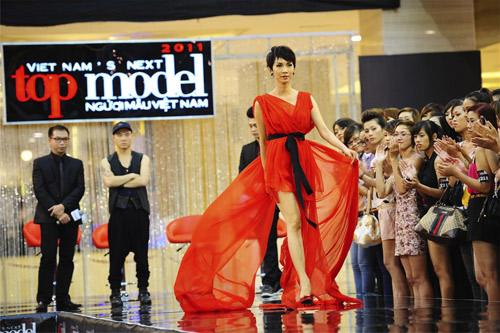"""Điểm danh những """"nữ hoàng ghế nóng"""" của showbiz Việt-12"""
