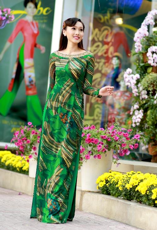 Vân Trang, Khánh Ngọc duyên dáng áo dài 'hoa đồng nội'-10