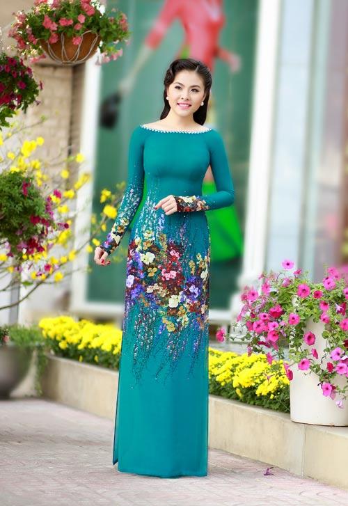 Vân Trang, Khánh Ngọc duyên dáng áo dài 'hoa đồng nội'-1