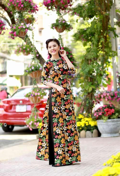 Vân Trang, Khánh Ngọc duyên dáng áo dài 'hoa đồng nội'-2