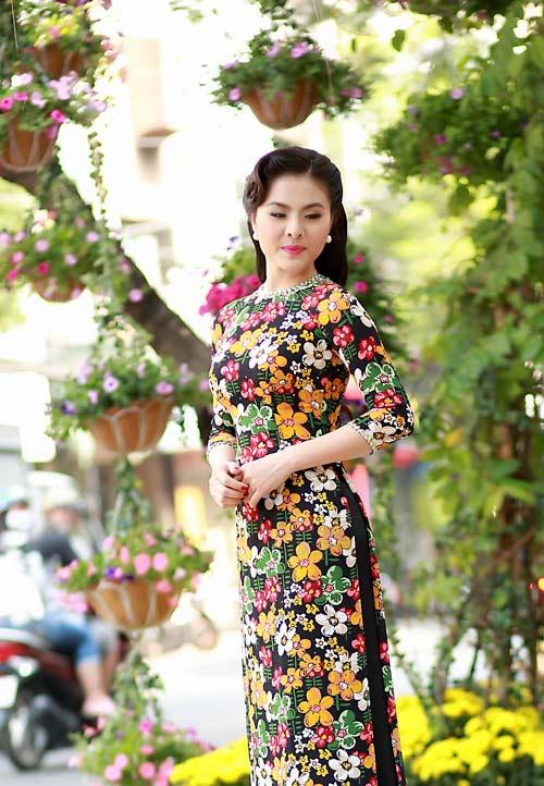 Vân Trang, Khánh Ngọc duyên dáng áo dài 'hoa đồng nội'-3