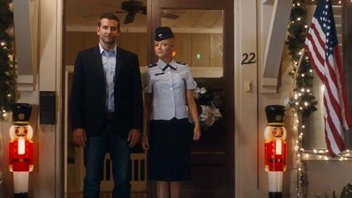"""Bradley Cooper và mối tình tay ba phức tạp trong """"Aloha""""-1"""
