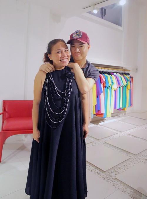 Vắng khách mời, Siu Black vẫn tươi rói đi thử váy-4