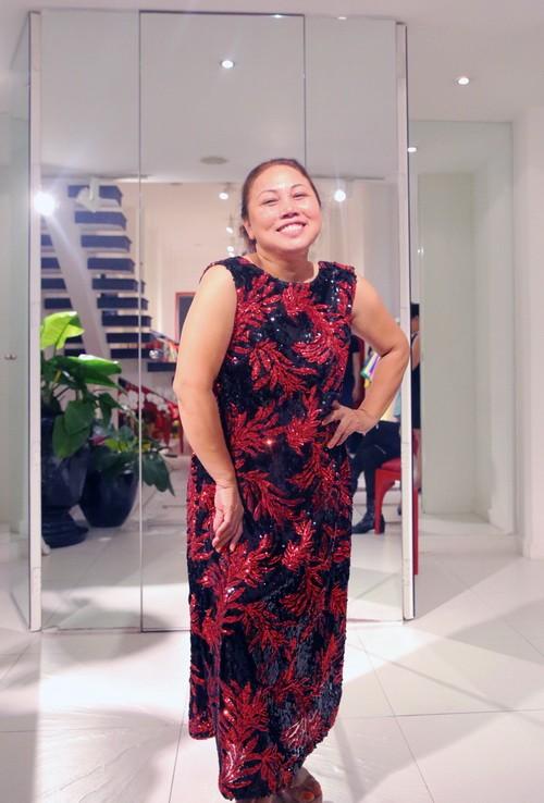 Vắng khách mời, Siu Black vẫn tươi rói đi thử váy-3