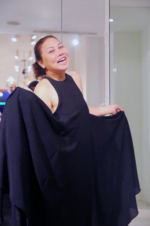 Vắng khách mời, Siu Black vẫn tươi rói đi thử váy-7