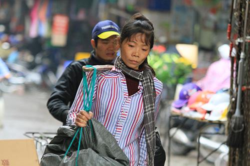'Thân cò' mưu sinh trong mưa lạnh giữa Thủ đô-7