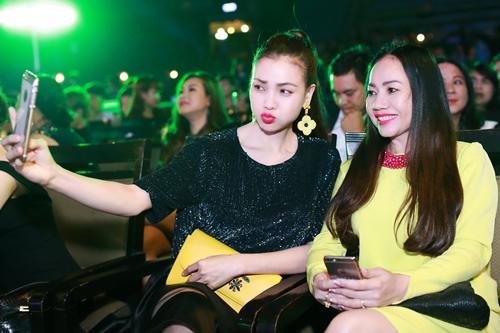 tra ngoc hang khoe chi gai ruot tai su kien - 6