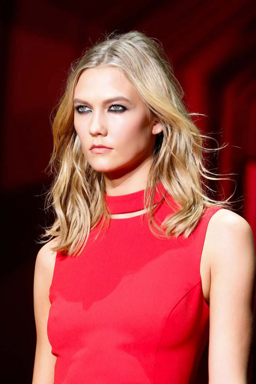 "video: mot ngay soi dong cua ""thien than"" karlie kloss - 1"