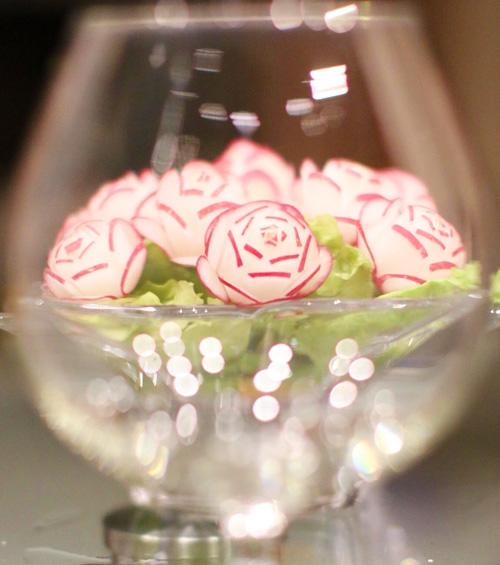 tia hoa tu cu cai do trang tri ban an - 9