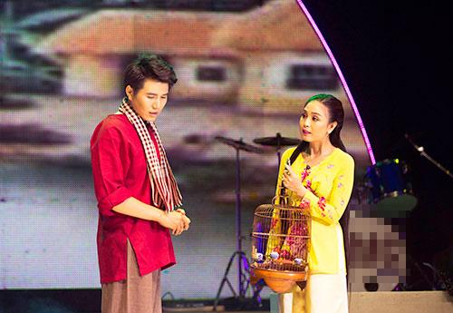 """mc vu manh cuong """"vua di vua khoc"""" tren san khau - 3"""