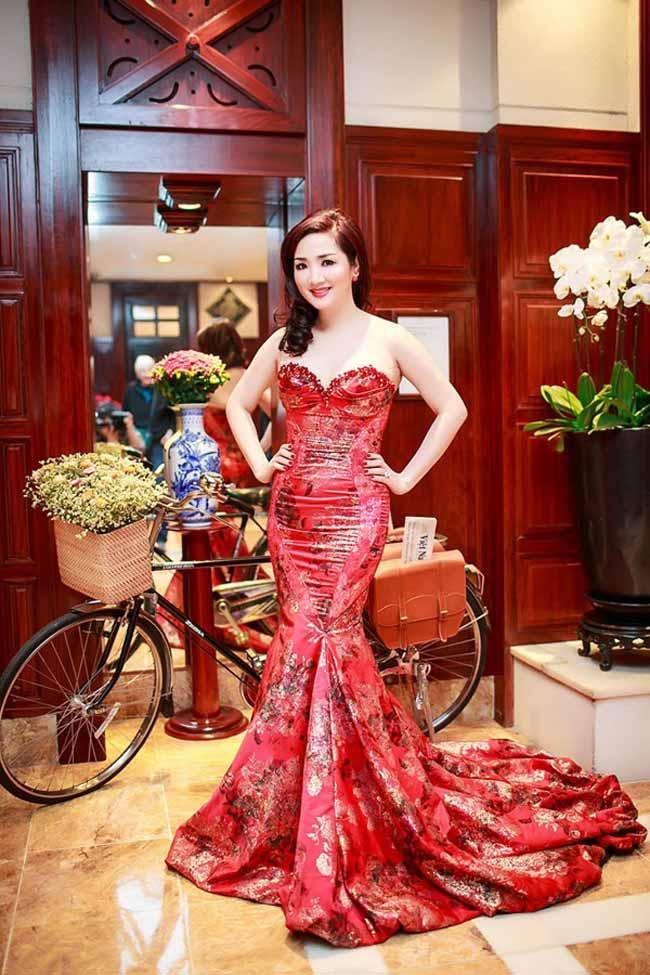 Hoa hậu Giáng My khoe nhan sắc 'không tuổi' trong đầm đuôi cá cúp ngực gợi cảm