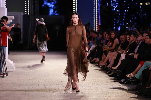 khoi dong hao hung cung dep fashion runway 4 - 5