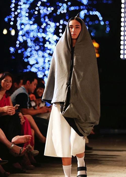 khoi dong hao hung cung dep fashion runway 4 - 6