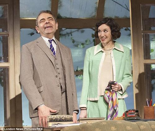 """Bắt gặp """"Mr. Bean"""" hẹn hò bạn gái kém 28 tuổi-5"""