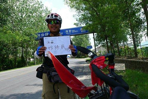 Chàng trai đạp xe 3000 km để cầu hôn người yêu-2