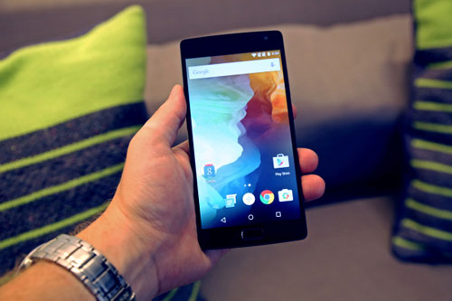 5 smartphone tam trung tot nhat trong 2015 - 1