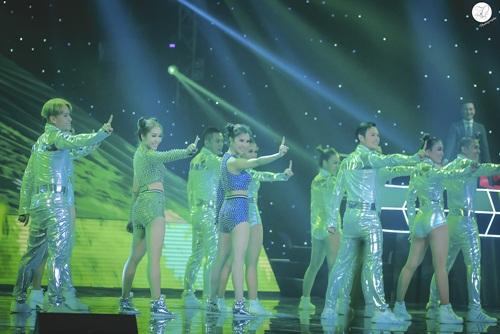 emily - hanh sino hua hen gay bat ngo o dem the remix thu 2 - 7