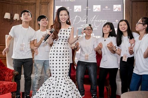 dan cuu thi sinh the voice den chuc mung dinh huong - 10