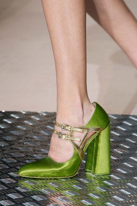 Hà Hồ dẫn đầu xu hướng giày đế loe đình đám thế giới-3