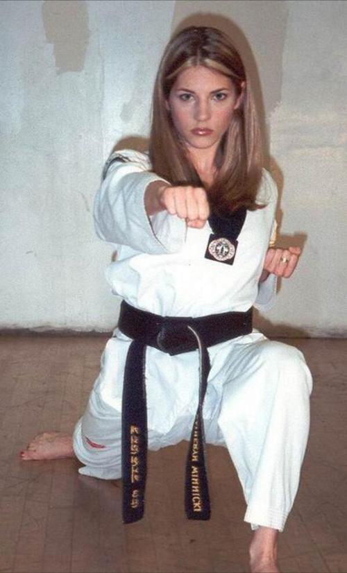 2 kieu nu lang taekwondo khien phai manh say dam - 7