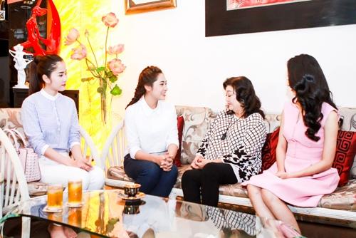 HH Thu Thảo, Hà Thu đến thăm nghệ sĩ Kim Cương-3