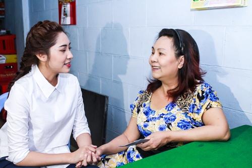 HH Thu Thảo, Hà Thu đến thăm nghệ sĩ Kim Cương-9