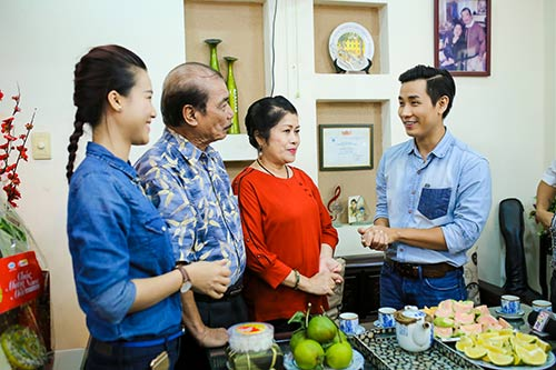 Lan Khuê, Thu Hoài, Nguyên Khang đến thăm nhạc sĩ Trần Hiếu-10