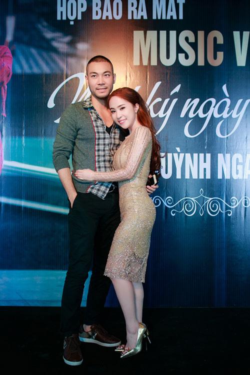 Doãn Tuấn tình cảm hôn Quỳnh Nga trong ngày ra mắt MV-1