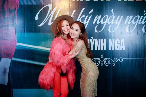 Doãn Tuấn tình cảm hôn Quỳnh Nga trong ngày ra mắt MV-3