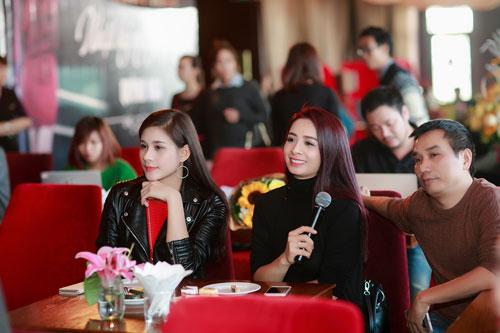 Doãn Tuấn tình cảm hôn Quỳnh Nga trong ngày ra mắt MV-4