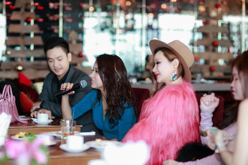 Doãn Tuấn tình cảm hôn Quỳnh Nga trong ngày ra mắt MV-5