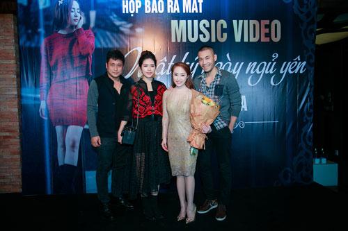 Doãn Tuấn tình cảm hôn Quỳnh Nga trong ngày ra mắt MV-6