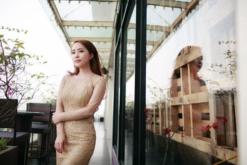 Doãn Tuấn tình cảm hôn Quỳnh Nga trong ngày ra mắt MV-8