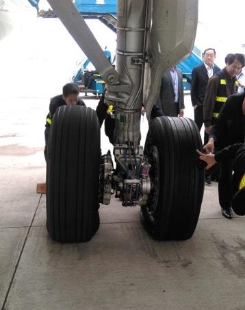 Lên độ cao 8.850 m, tổ bay A321 thông báo sự cố về lốp-2