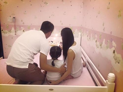 Con gái Thủy Tiên diện váy hồng đáng yêu ngày sinh nhật-9