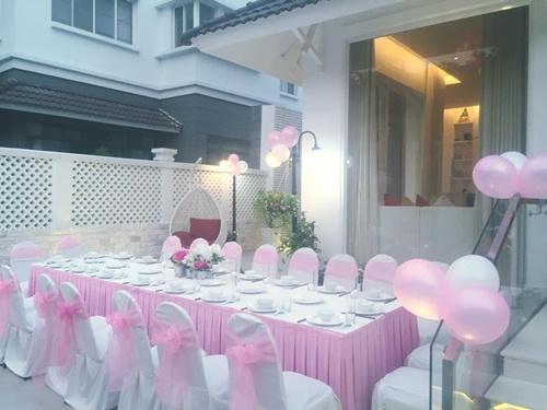 Con gái Thủy Tiên diện váy hồng đáng yêu ngày sinh nhật-4