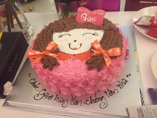 Con gái Thủy Tiên diện váy hồng đáng yêu ngày sinh nhật-3