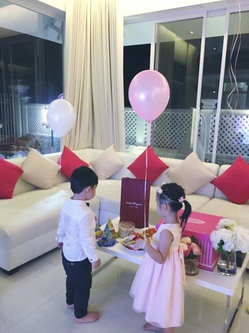 Con gái Thủy Tiên diện váy hồng đáng yêu ngày sinh nhật-1