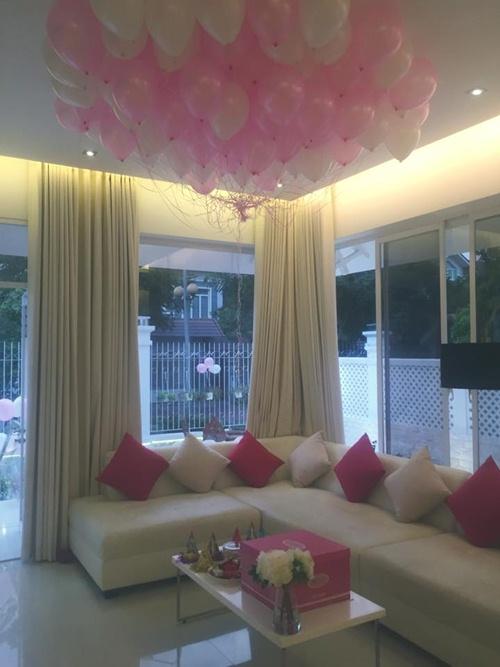 Con gái Thủy Tiên diện váy hồng đáng yêu ngày sinh nhật-6