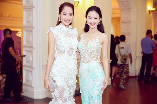 """Á hậu Hà Thu """"đọ"""" váy gợi cảm với Hoa khôi Nam Em-2"""