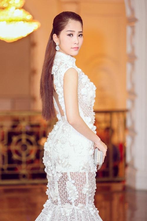 """Á hậu Hà Thu """"đọ"""" váy gợi cảm với Hoa khôi Nam Em-6"""