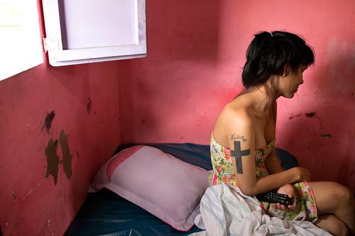 Bộ ảnh xót xa về cuộc đời bi kịch của phụ nữ chuyển giới-17