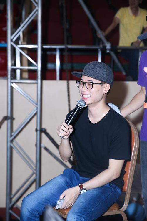 MC Trấn Thành ngồi xế sang đi tổng duyệt chương trình-6